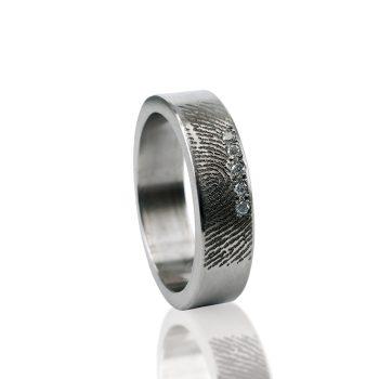 Vingerafdruk Ring van Titanium met 3 Zirkonia 0101-05T