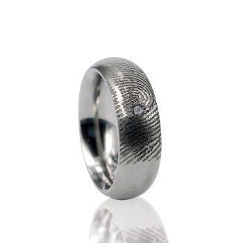 Vingerafdruk Ring van Titanium met Pave Gezette Zirkonia 0115-01T
