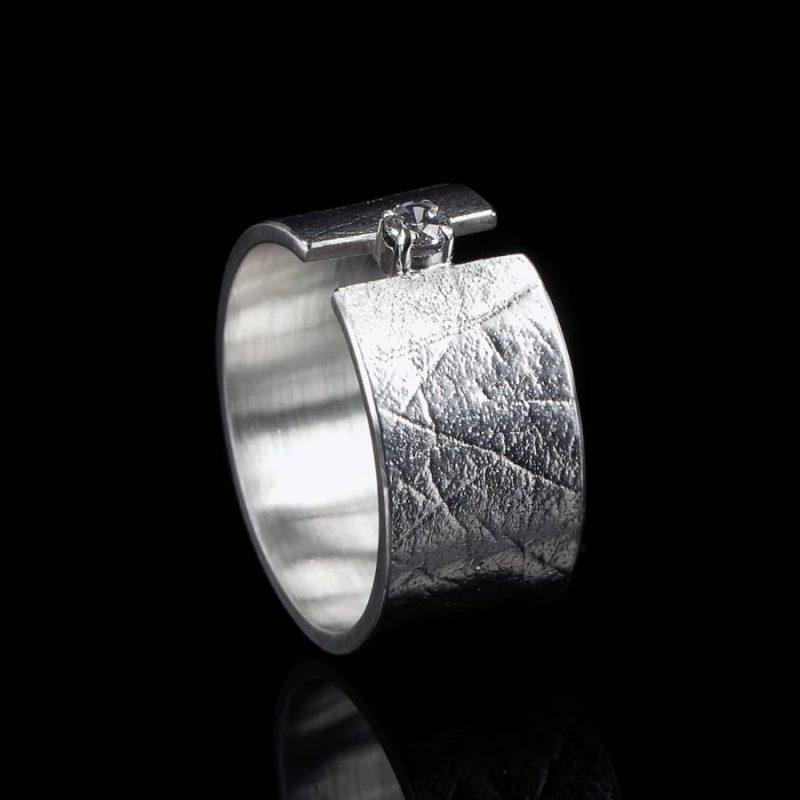 Vingerafdruk ring met chaton met Zirkonia 0101-10Z