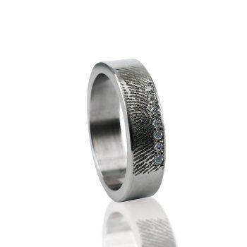 Vingerafdruk Ring van Titanium met 7 Zirkonia 0101-07T