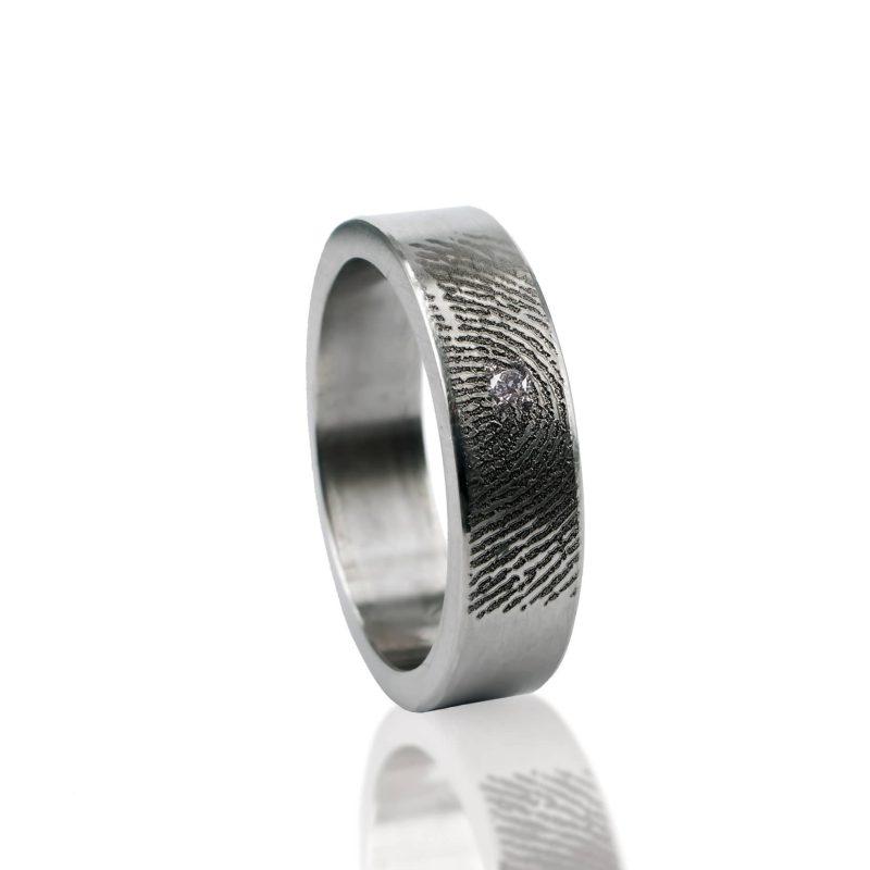Vingerafdruk Ring van Titanium met Zirkonia 0101-01T