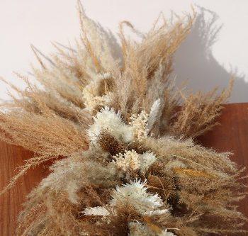 Rouwbloemen kiststuk droogbloemen natuurlijke tinten close up KSN01-00