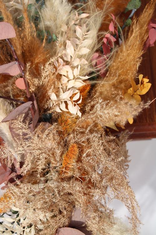 Rouwbloemen kiststuk droogbloemen kleurrijke tinten detailfoto close up KSK01-00