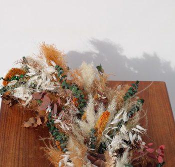 Rouwbloemen kiststuk droogbloemen kleurrijke tinten detailfoto KSK01-00