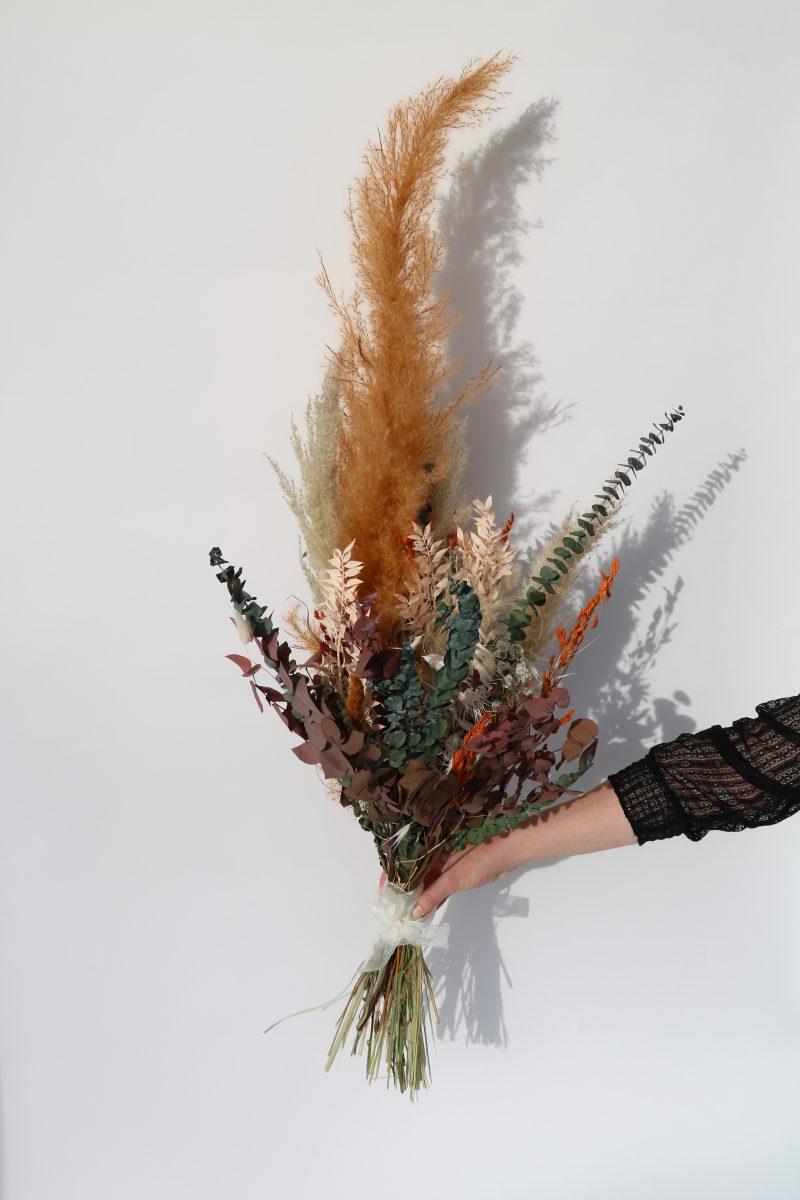 Rouwboeket van droogbloemen in kleurrijke tintenRouwboeket van droogbloemen in kleurrijke tinten